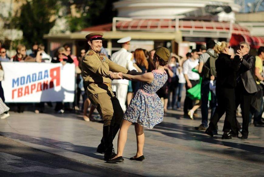 В Ялте школьники и ветераны исполнили «Вальс Победы», фото-7
