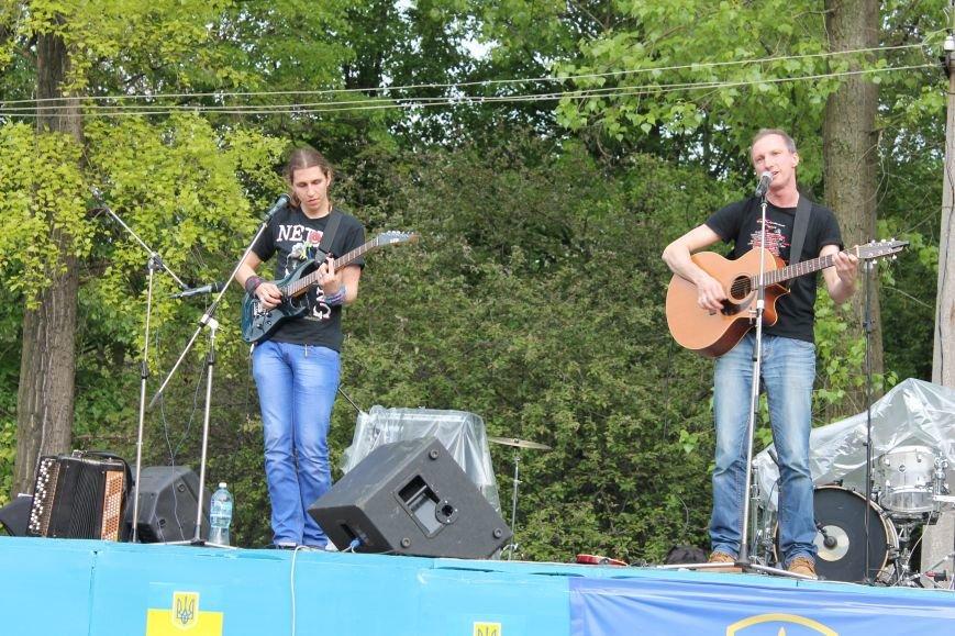 Сотні мешканців м. Селидове зібралися на патріотичному концерті, фото-25