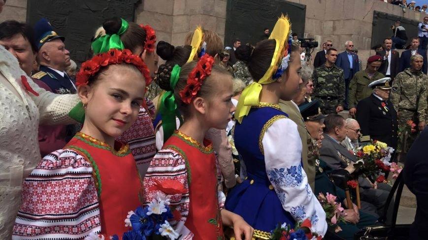 В Херсоне проходит торжественный митинг (фото), фото-6