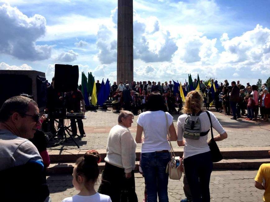 В Херсоне в парке Славы проходит праздничный концерт и работает полевая кухня (фото), фото-2