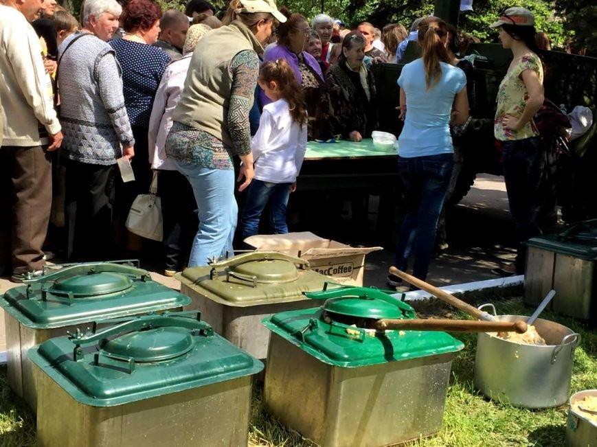 В Херсоне в парке Славы проходит праздничный концерт и работает полевая кухня (фото), фото-5