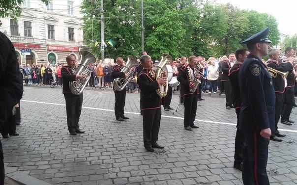 У Чернівцях відбулося урочисте покладання квітів до Монумента Перемоги(ФОТО), фото-7