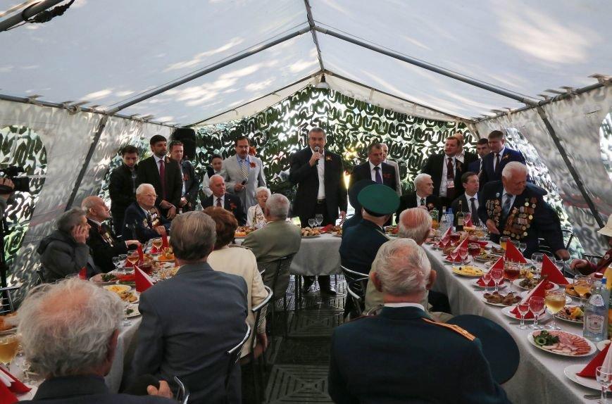 В Симферополе прошли мероприятия, посвящённые Дню Великой Победы в Великой Отечественной войне (ФОТО), фото-5