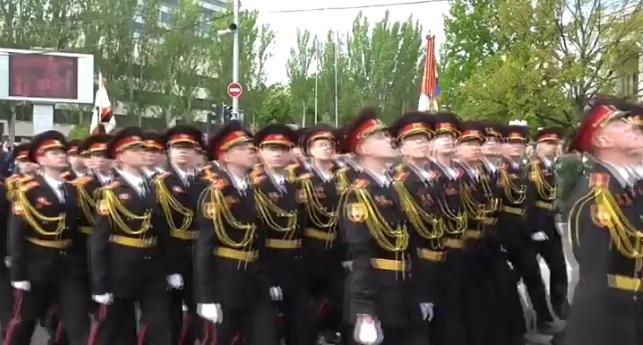 В оккупированном Донецке боевики провели военный парад (ФОТО, ВИДЕО), фото-2