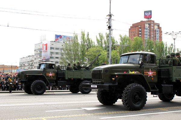 В оккупированном Донецке боевики провели военный парад (ФОТО, ВИДЕО), фото-10