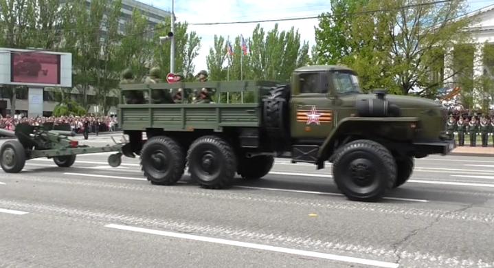 В оккупированном Донецке боевики провели военный парад (ФОТО, ВИДЕО), фото-7