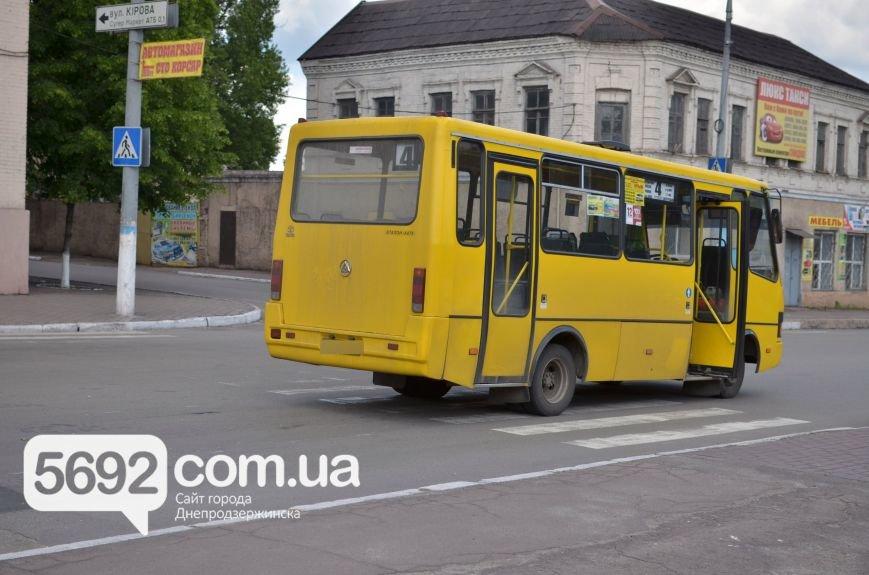 ДТП в Днепродзержинске: маршрутка сбила женщину на пешеходном переходе, фото-1