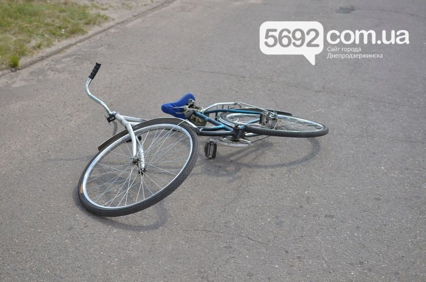 ДТП на Левобережье Днепродзержинска: велосипедист попал под колеса Daewoo Lanos, фото-1