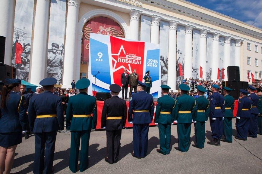 Парад Победы собрал тысячи ульяновцев. ФОТО, фото-9