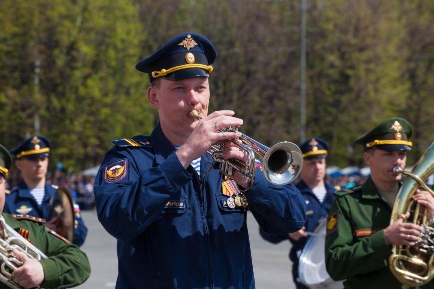 Парад Победы собрал тысячи ульяновцев. ФОТО, фото-5