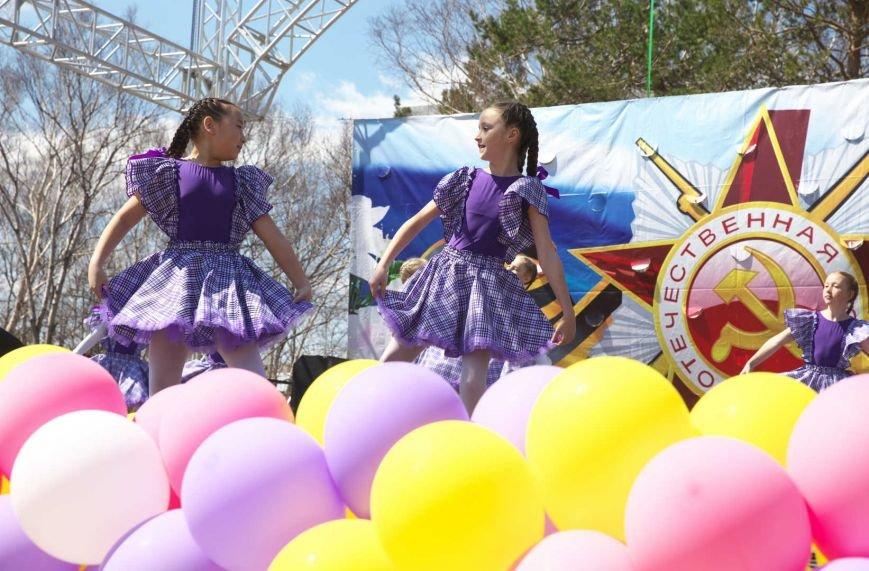 Парк Южно-Сахалинска принял несколько тысяч гостей в День Победы, фото-1
