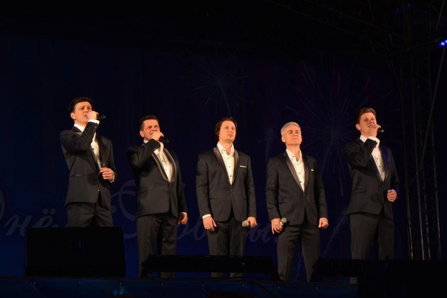 День Победы в Южно-Сахалинске завершился концертом и  праздничным салютом, фото-2