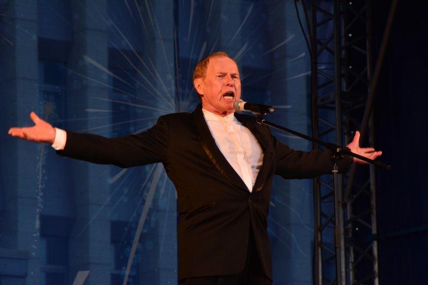 День Победы в Южно-Сахалинске завершился концертом и  праздничным салютом, фото-1