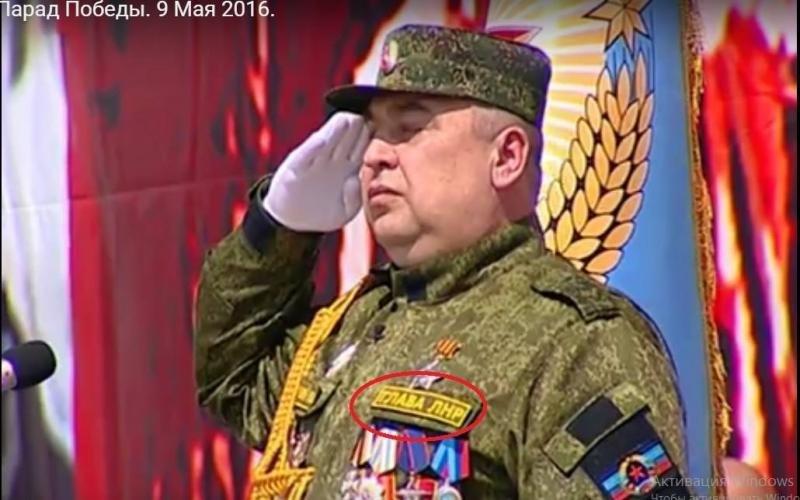 """Чтобы не попутали: Плотницкий на парад надел камуфляж с нашивкой """"глава лнр"""", фото-1"""