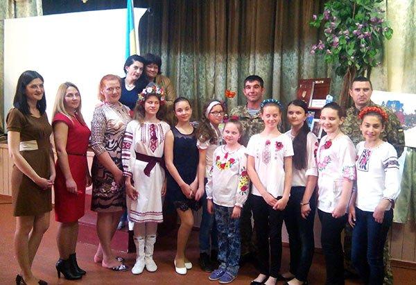 Волонтеры рассказали об АТО новокаховским школьникам (Фото), фото-2