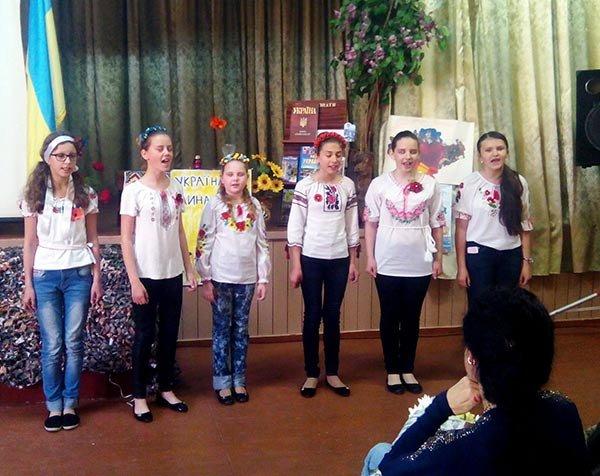 Волонтеры рассказали об АТО новокаховским школьникам (Фото), фото-1