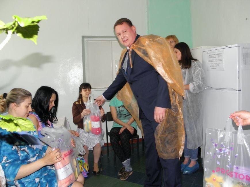 Краматорский мэр в роддоме вручил свидетельство о рождении, фото-1