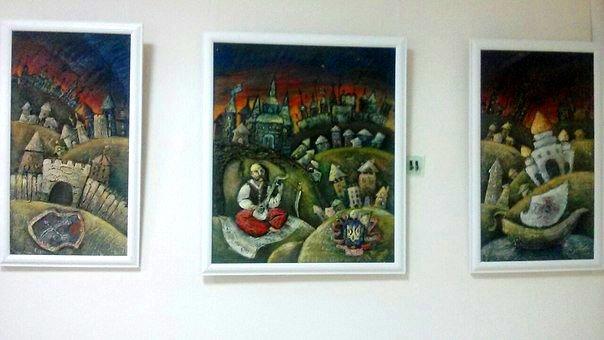 В херсонской библиотеке открылась выставка работ студентов ХГУ (фото), фото-1