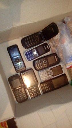 В Бахмуте осужденной пытались передать за решетку устройства связи, фото-2