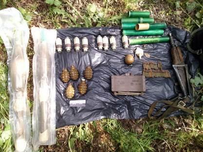 В Донецкой области нашли подбитый российский танк и запрещенные противопехотные мины (ФОТО), фото-2
