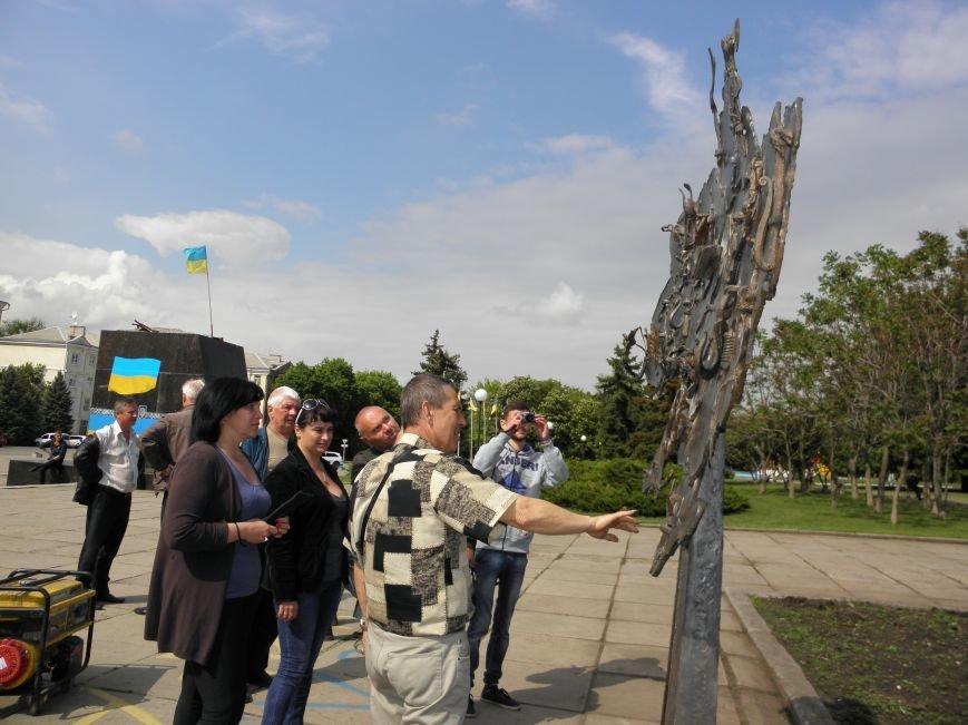 В Краматорске на центральной площади установили кованную карту Украины, фото-4
