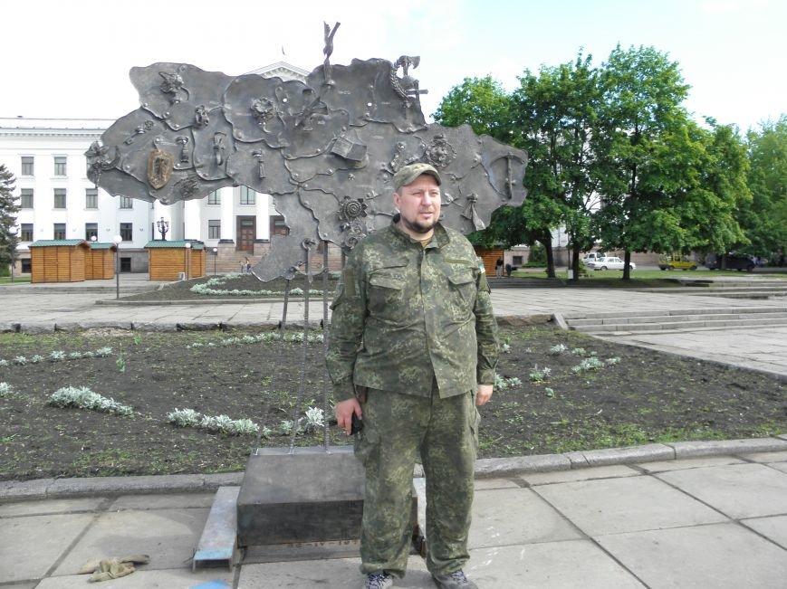 В Краматорске на центральной площади установили кованную карту Украины, фото-1