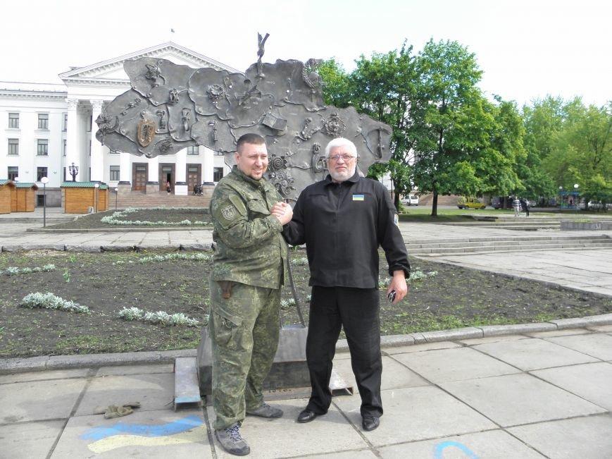 В Краматорске на центральной площади установили кованную карту Украины, фото-2