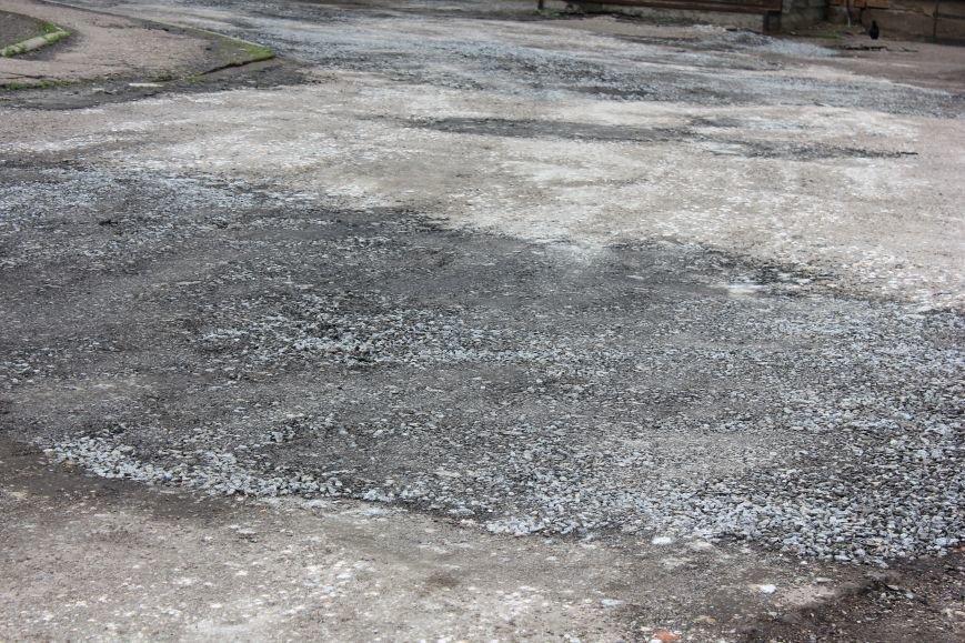 В Бахмуте восстанавливают асфальтовое покрытие (ФОТО), фото-2