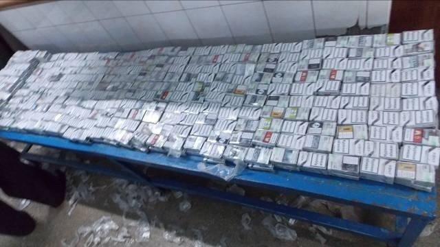 На Буковині прикордонники вилучили 42 ящики контрафакту та три автівки, фото-2