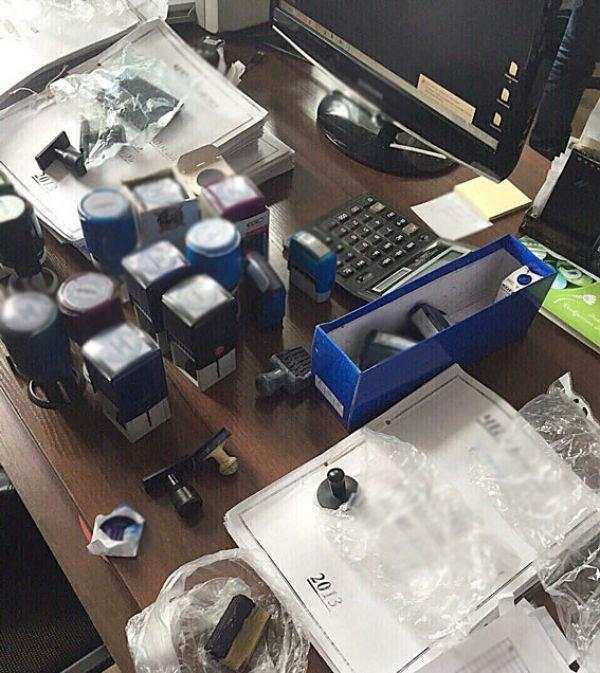 В Херсоне полицейские ликвидировали конвертационный центр, который часть денег использовал для поддержки сепаратизма (фото), фото-1