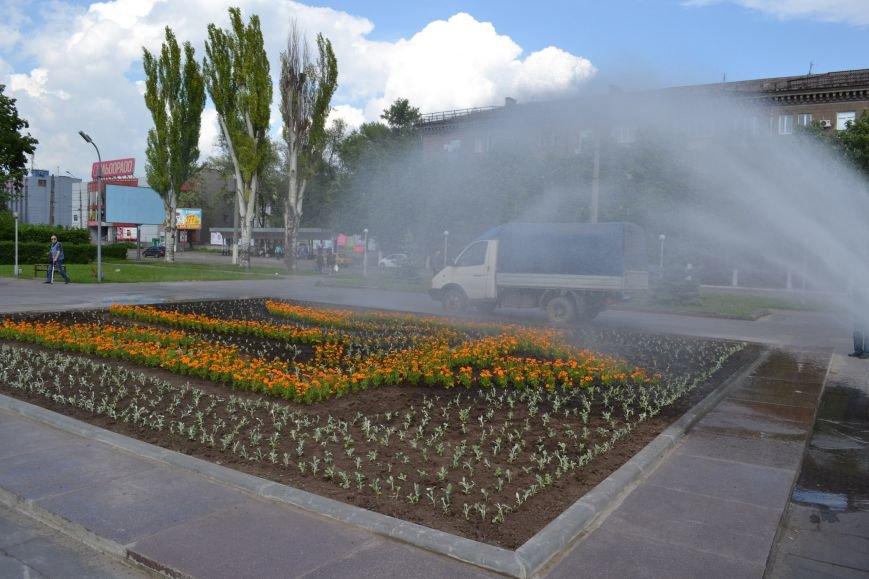 В Днепродзержинске памятник Ленину сменил трезубец, фото-2
