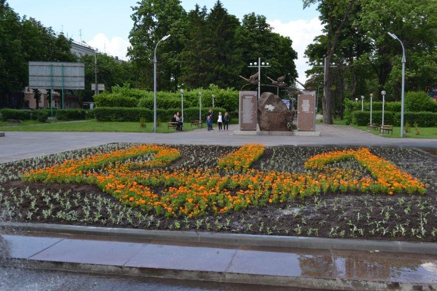В Днепродзержинске памятник Ленину сменил трезубец, фото-1