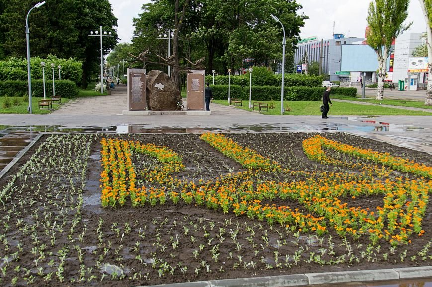 В Днепродзержинске памятник Ленину сменил трезубец, фото-4