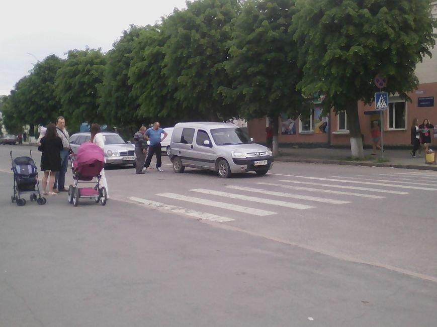 П'ятниця 13: В центрі Новограда-Волинського трапилася ДТП (ФОТО, ВІДЕО), фото-6