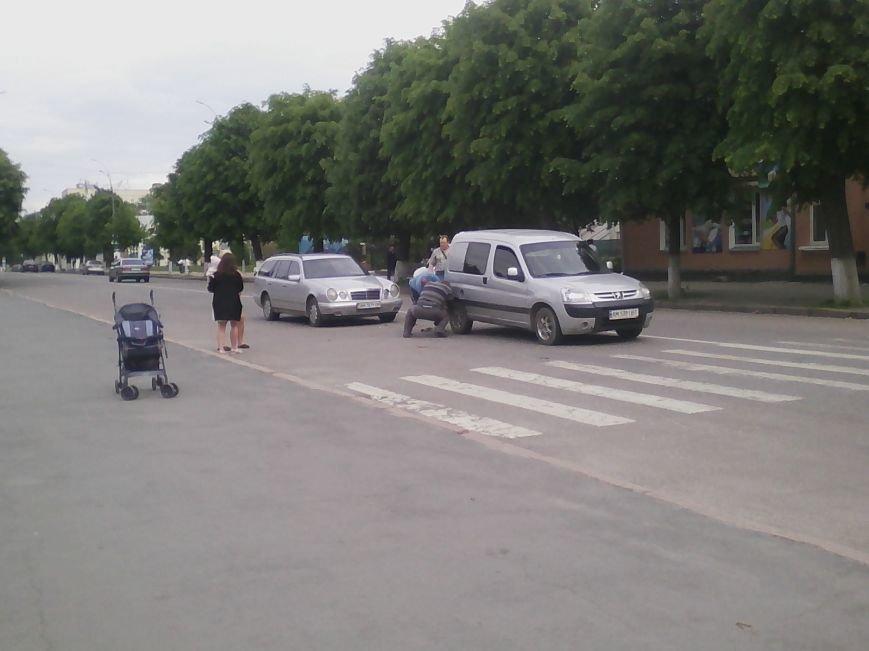 П'ятниця 13: В центрі Новограда-Волинського трапилася ДТП (ФОТО, ВІДЕО), фото-5