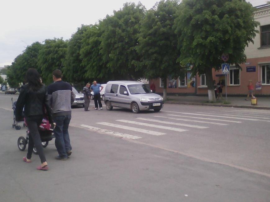 П'ятниця 13: В центрі Новограда-Волинського трапилася ДТП (ФОТО, ВІДЕО), фото-1
