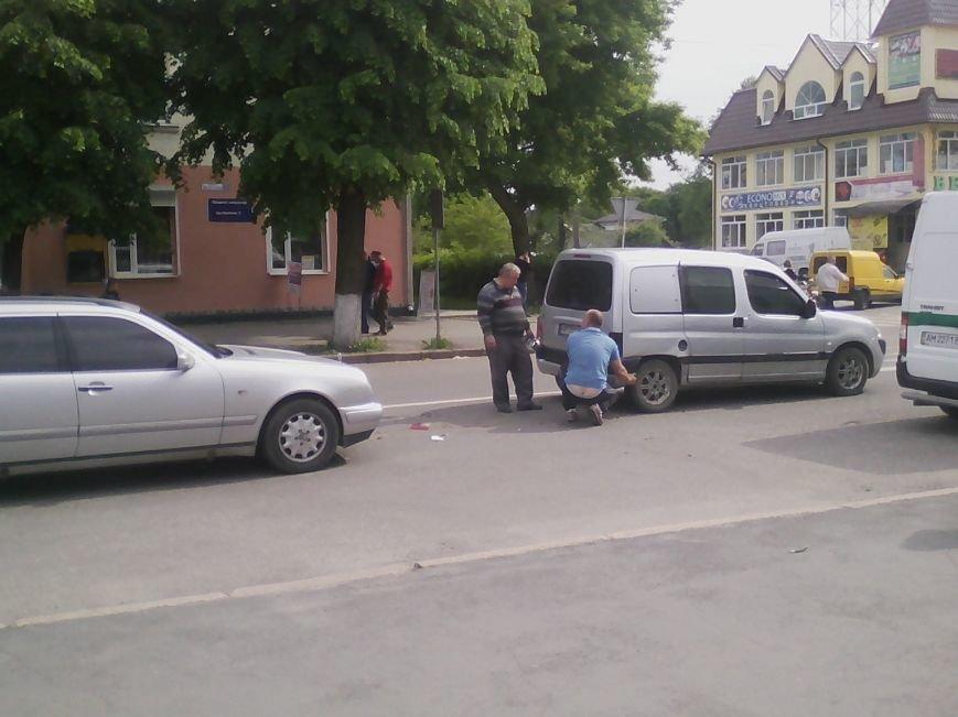 П'ятниця 13: В центрі Новограда-Волинського трапилася ДТП (ФОТО, ВІДЕО), фото-3