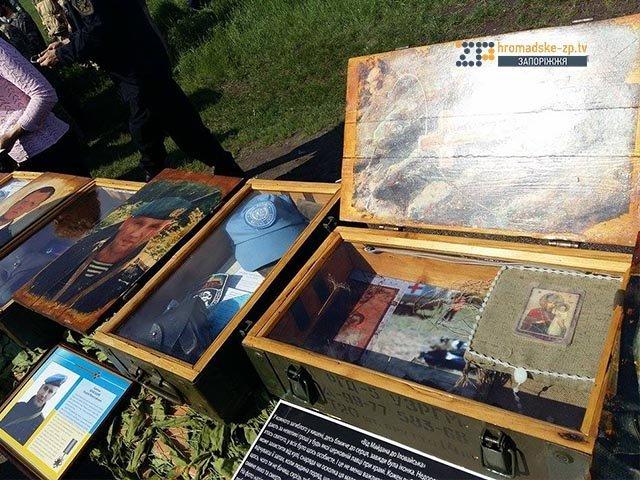 На кладбище под Запорожьем почтили память неизвестных бойцов, погибших  в зоне АТО, фото-7