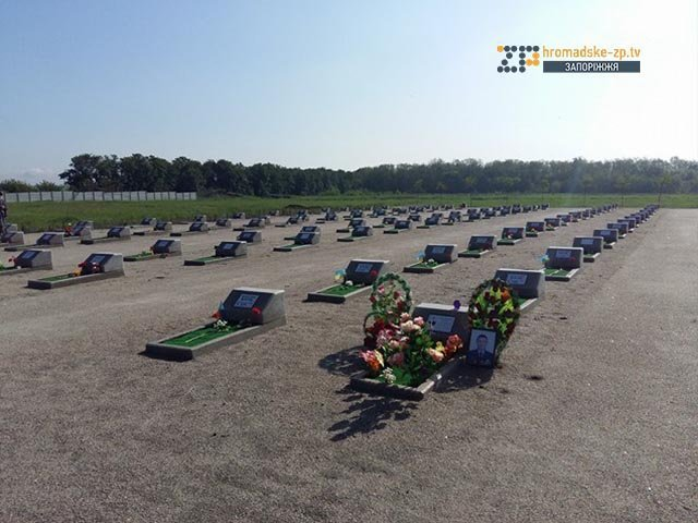 На кладбище под Запорожьем почтили память неизвестных бойцов, погибших  в зоне АТО, фото-4