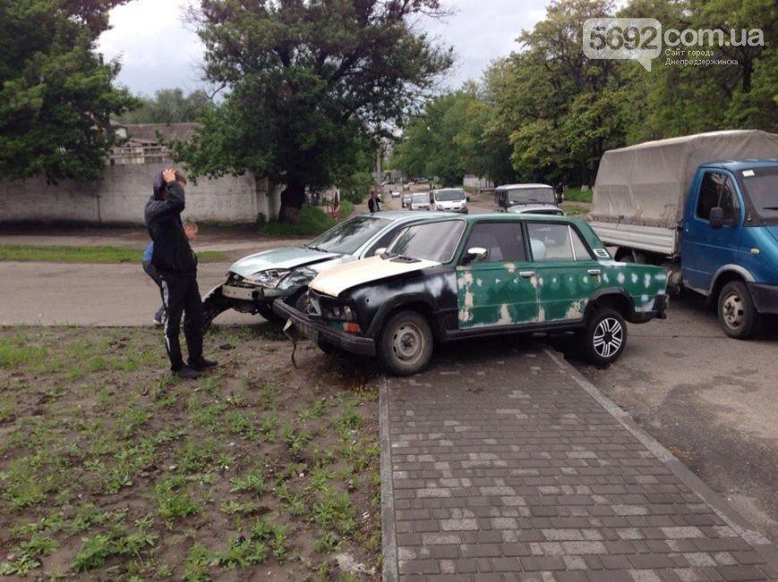 В Днепродзержинске на пересечении улицы Республиканской с проспектом Аношкина произошло ДТП, фото-1