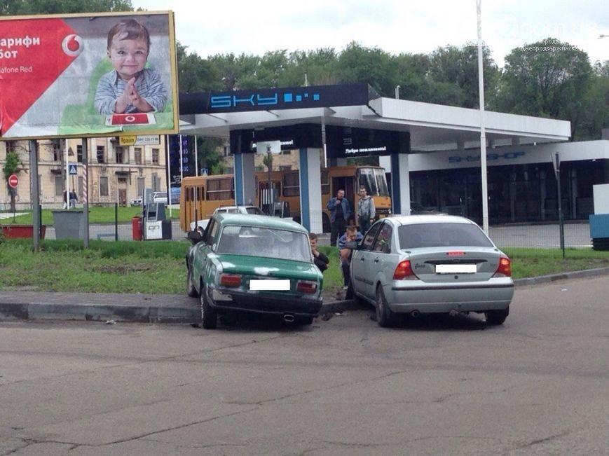В Днепродзержинске на пересечении улицы Республиканской с проспектом Аношкина произошло ДТП, фото-3