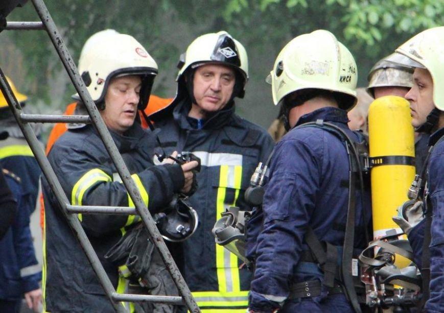 В Киеве во время пожара на Грушевского спасли 16 человек (ФОТО, ВИДЕО), фото-4