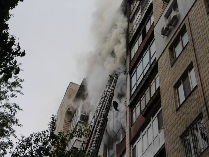 В Киеве во время пожара на Грушевского спасли 16 человек (ФОТО, ВИДЕО), фото-1