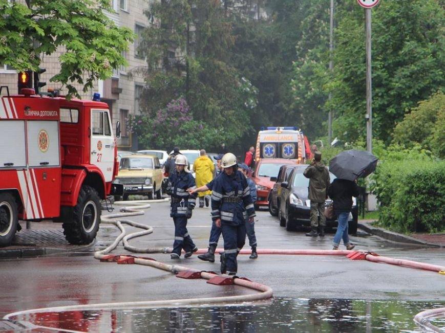 В Киеве во время пожара на Грушевского спасли 16 человек (ФОТО, ВИДЕО), фото-5