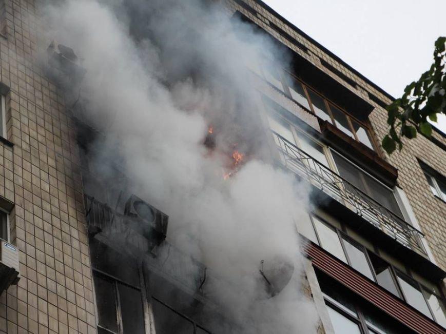В Киеве во время пожара на Грушевского спасли 16 человек (ФОТО, ВИДЕО), фото-3