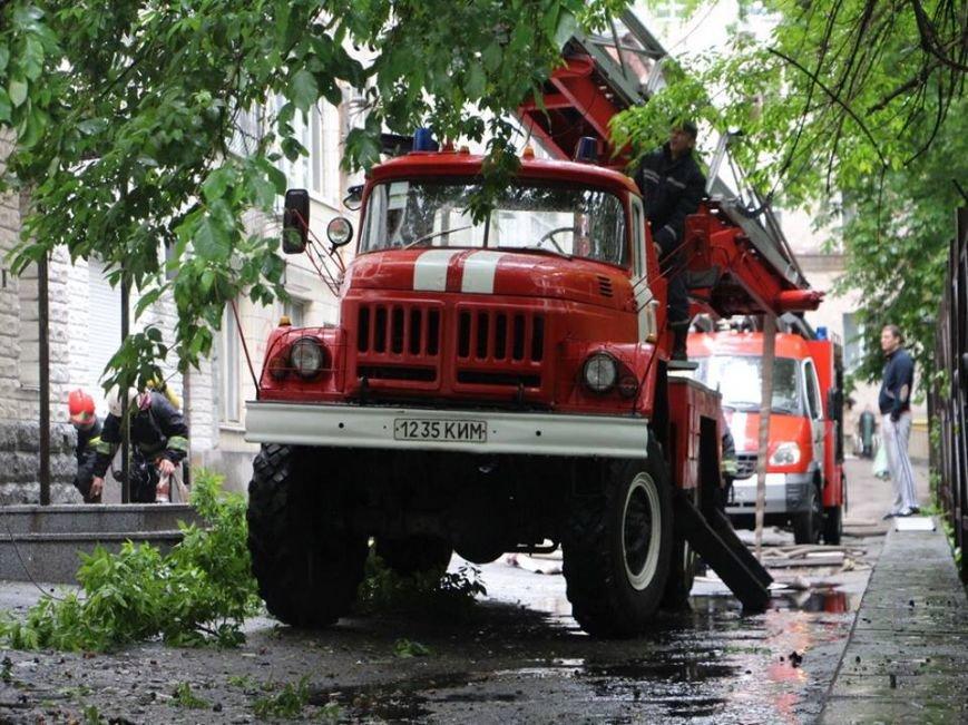 В Киеве во время пожара на Грушевского спасли 16 человек (ФОТО, ВИДЕО), фото-2