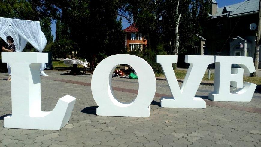Love, love, love: в парке Славы проходит семейный фестиваль «Свадьба в Херсоне» (фото), фото-1
