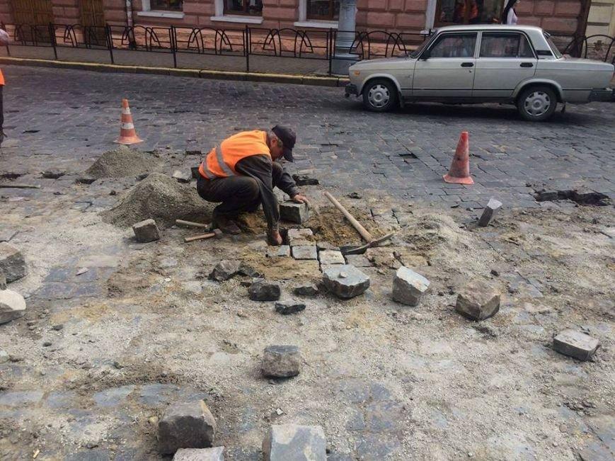 У Чернівцях ремонтують Головну вулицю(ФОТО), фото-1