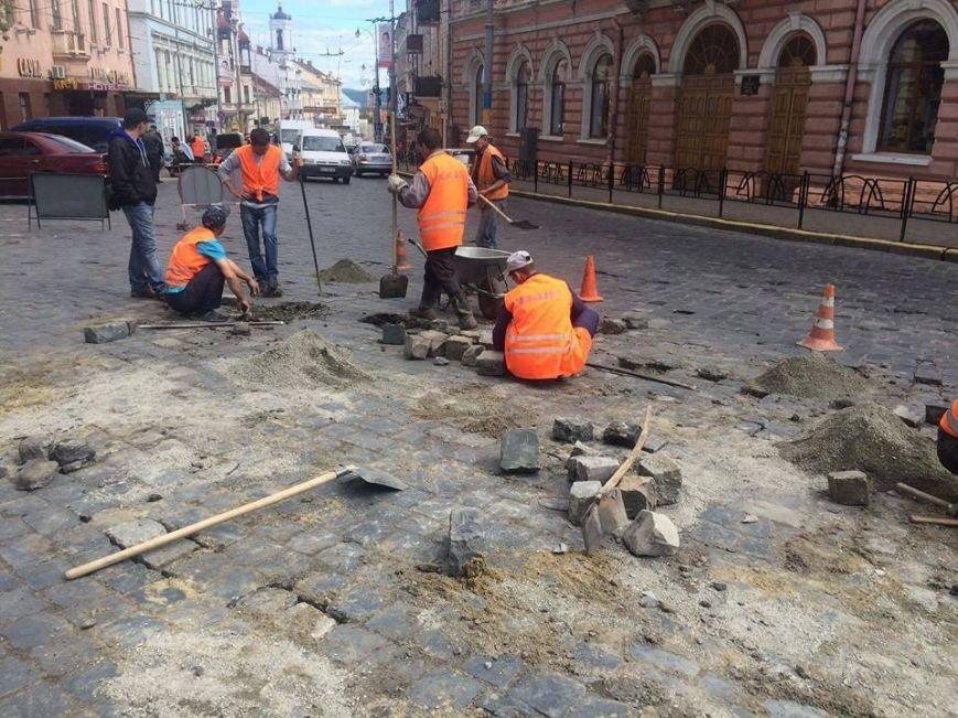 У Чернівцях ремонтують Головну вулицю(ФОТО), фото-3