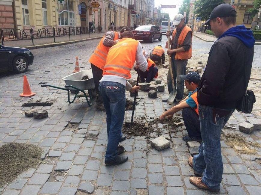 У Чернівцях ремонтують Головну вулицю(ФОТО), фото-2